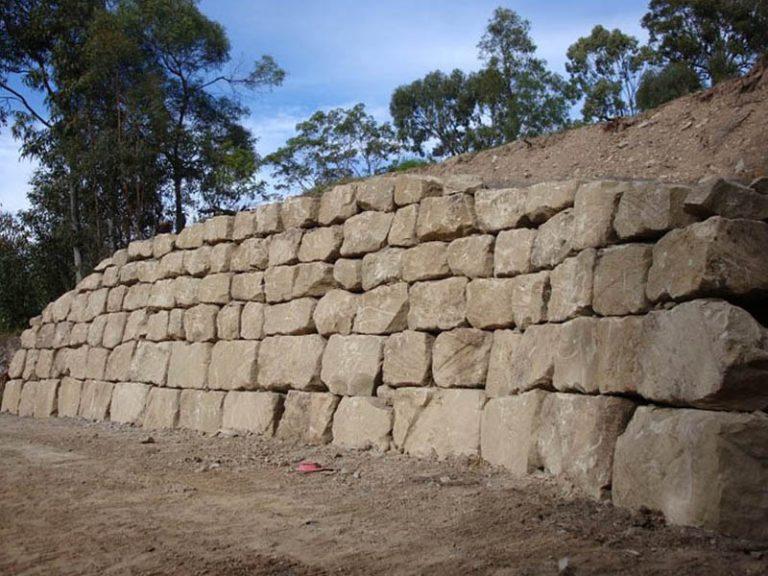 """חומת אבנים מסלעה יפה ומסודרת, חומת סלעים, ענך מהנדסים בע""""מ"""